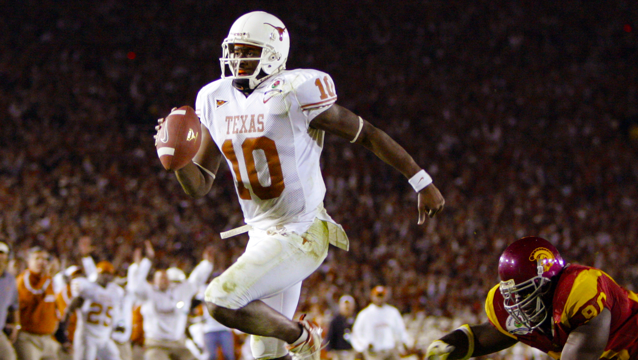 Former NFL QB Vince Young joins CFL, hopes for a comeback