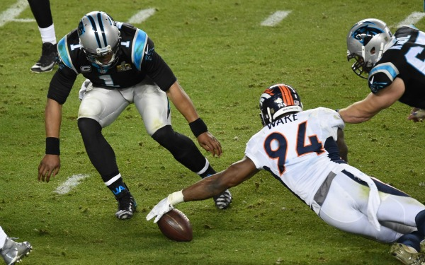 cam-newton-fumble-super-bowl-21016