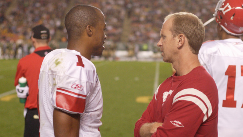 QB Henry Burris talks to coach Dickenson during the 2009 season