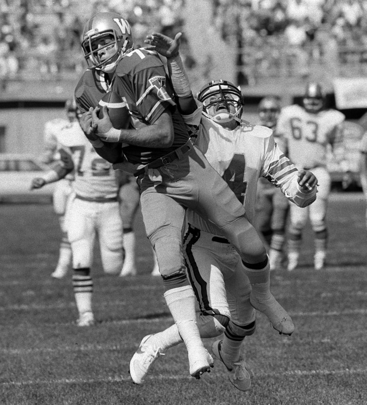 must credit -KEN GIGLIOTTI / WINNIPEG FREE PRESS / JUly 31 1987- Winnipeg Blue Bomber Slotback Joe Poplawski played 9 seasons with the Bombers from 1978-86 - in pic making TD catch in July 1887 game vs Calgary at Winnipeg Satdium -kg