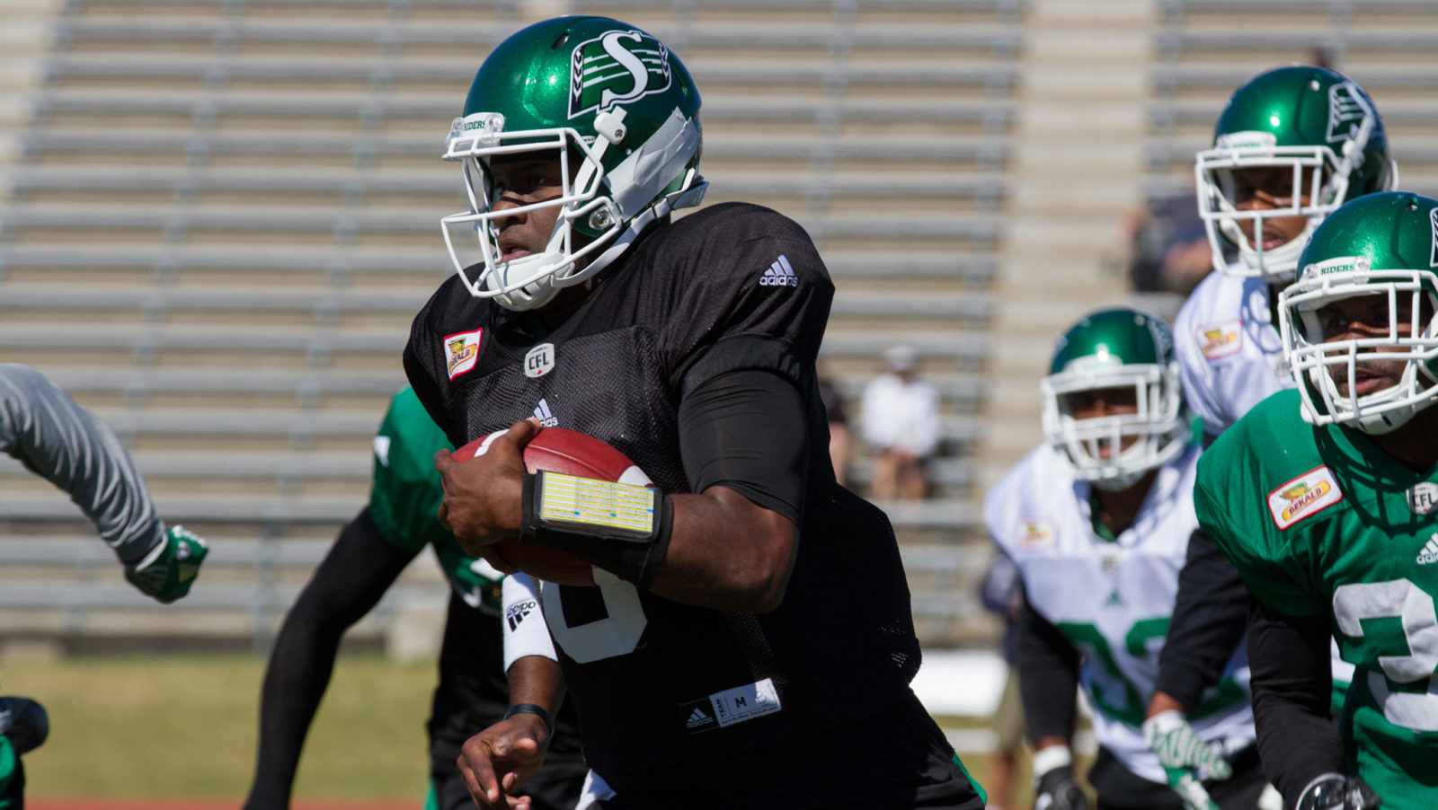Vince Young waived by CFL's Roughriders after hamstring injury