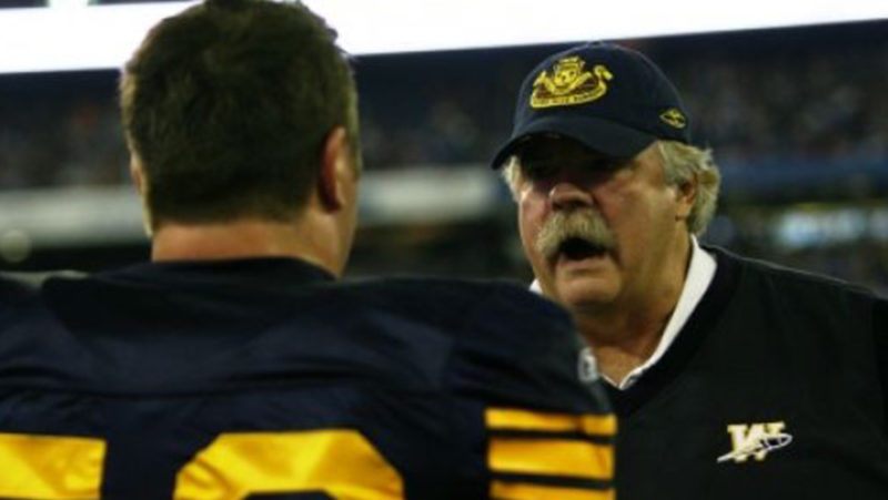 Former Bombers OL Coach Wylie Goes Viral