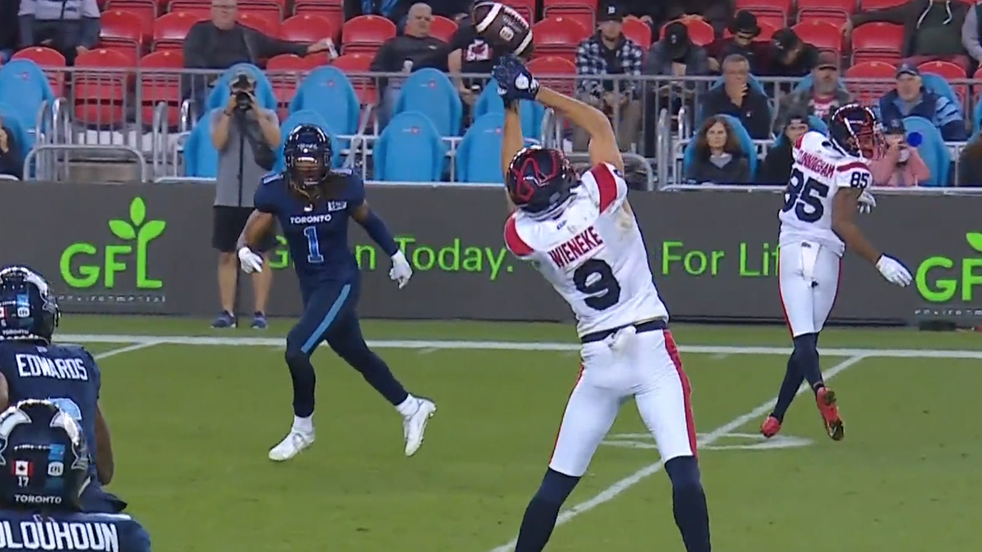 Wieneke Sets Up Late TD With A Wild, Acrobatic Catch