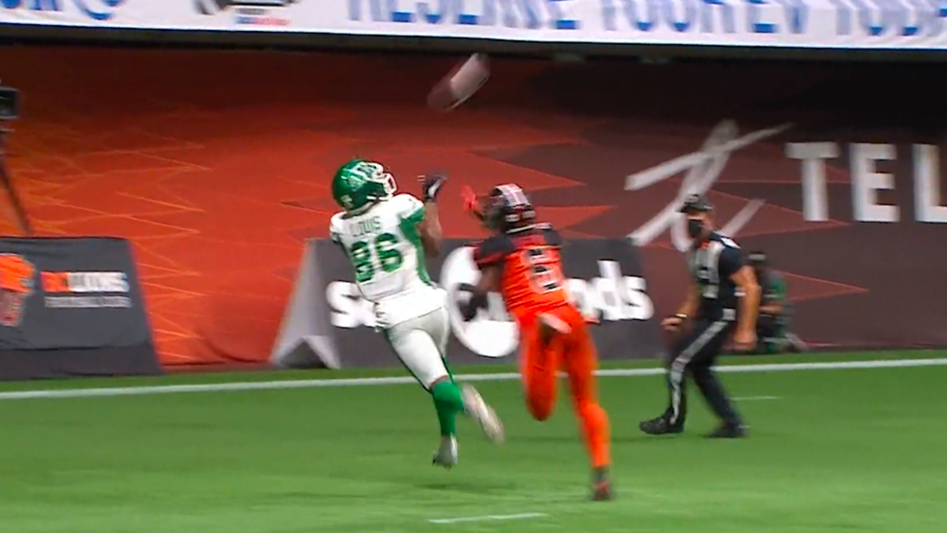 Louis' first CFL TD gives his team the lead