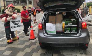 La toute première collecte de bouteilles en voiture fut un grand succès !