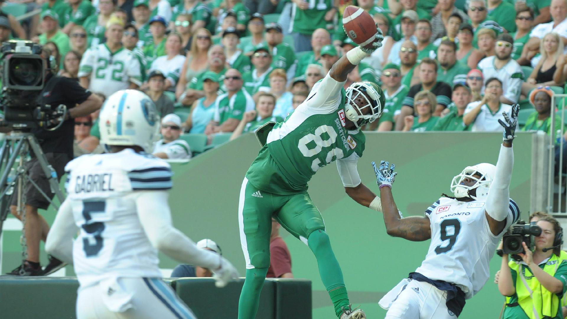 Duron Carter Gives The Roughriders A Hand Saskatchewan Roughriders