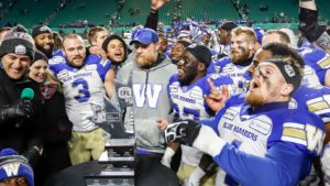 Western Final | Blue Bombers presented with the West Division Trophy